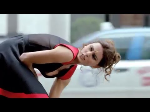 FIAT 500 Abarth Very Sexy Funny Commercial Super Bowl Catrinel Menghia Carjam TV HD