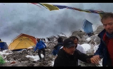 Avalanche Strikes Everest Basecamp During Earthquake