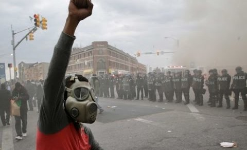 The Craziest Footage Of April 27th, 2015,In Baltimore Riots:Stores, Banks, CVS Looted!