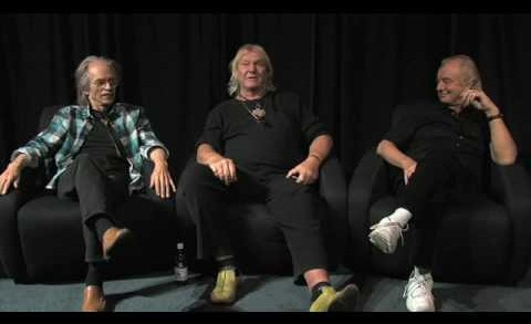 Steve Howe, Chris Squire and Alan White of Yes – Capes