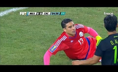 Increible Atajada De Guillermo Memo Ochoa Mexico vs Costa Rica 2015