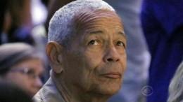 Civil rights leader Julian Bond dies