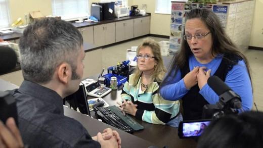 Kim Davis' Son Refuses to Issue Gay Marriage Licenses, Kim Davis Still in Jail