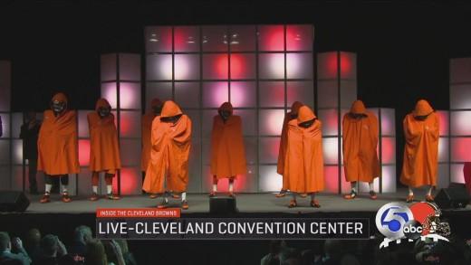 Cleveland Browns unveil new uniforms